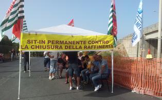 https://www.seguonews.it/vertenza-eni-a-gela-si-alza-il-tono-della-protesta-duecento-operai-in-presidio-allaeroporto-di-comiso