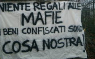 http://www.seguonews.it/beni-confiscati-alla-mafia-assegnati-a-diversi-sindaci-del-nisseno-appartamenti-e-terreni-per-finalita-sociali