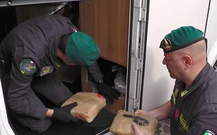 http://www.seguonews.it/la-droga-viaggia-in-camper-300-chili-di-marijuana-a-bordo-arrestate-7-persone