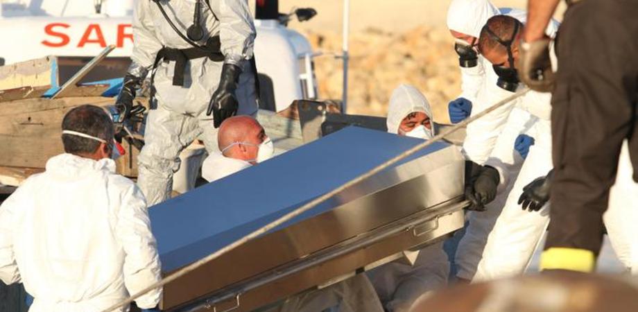 Naufragio nel Canale di Sicilia: recuperati i cadaveri di 5 migranti
