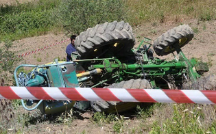 http://www.seguonews.it/muore-travolto-da-un-trattore-la-vittima-e-un-autotrasportatore-gelese-di-56-anni
