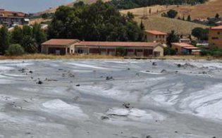 http://www.seguonews.it/vulcanelli-di-santa-barbara-si-temono-nuove-esplosioni-il-comune-vieta-laccesso-allarea-delle-maccalube