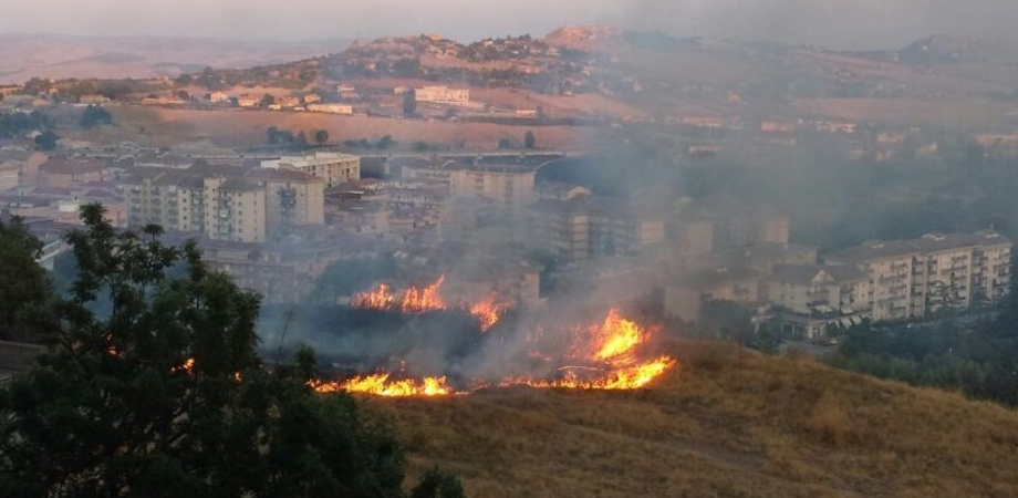 Temperature che sfioreranno i 40 gradi e rischio incendi: in Sicilia oggi è allerta rossa in alcune province