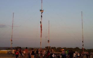 http://www.seguonews.it/inizia-in-anticipo-la-grande-protesta-no-muos-7-attivisti-salgono-sulle-antenne-usa