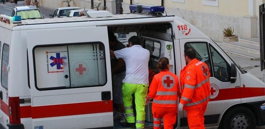 Picchiano infermieri 118 e danneggiano ambulanza. Denunciati due giovani a Sommatino
