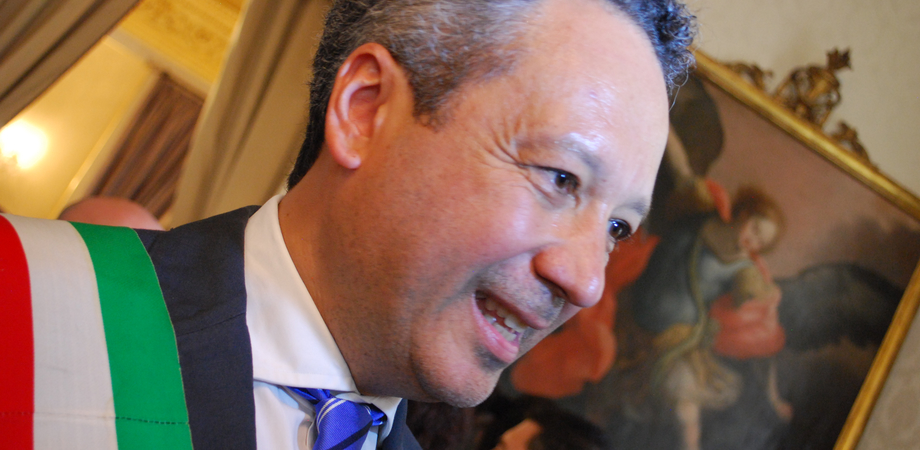 Amministrative Caltanissetta. Il sindaco uscente Giovanni Ruvolo si congratula con il vincitore Roberto Gambino