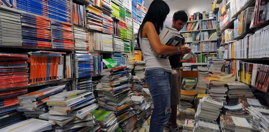 Apre a Caltanissetta il mercatino del libro usato, campagna di Rete Studenti Medi contro il caro scuola