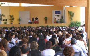 http://www.seguonews.it/testimoni-di-geova-si-aspettano-15mila-persone-al-congresso-di-zona-a-caltanissetta