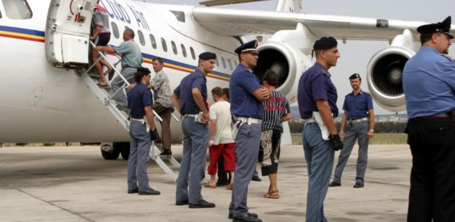 Immigrazione e sicurezza. La Questura di Caltanissetta rimpatria sette tunisini clandestini