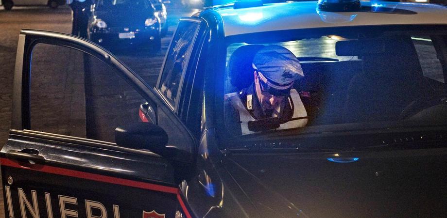 Stragi del sabato sera, giro di vite dei carabinieri nel Nisseno. Controllate centinaia di persone: multe e sequestri
