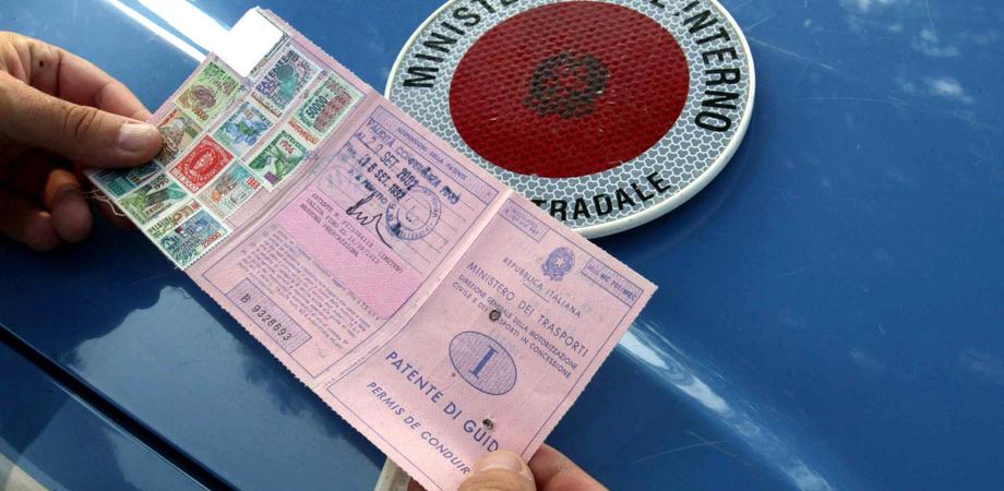 Caltanissetta, auto senza assicurazione e guida con il cellulare: 60 le multe elevate nel week-end