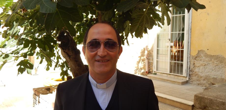 """""""Nessuno tocchi don Peppe Alessi"""". La comunità di San Marco contraria al trasferimento del parroco"""