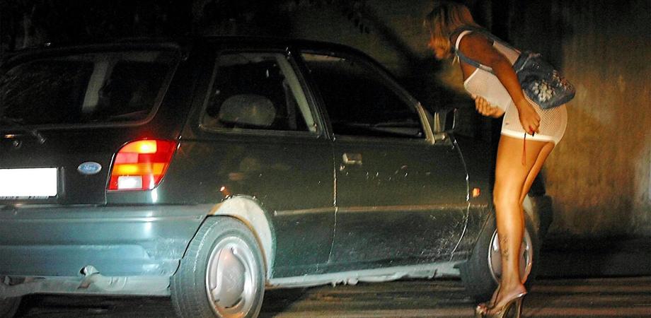 """Prostituta romena allontanata per tre anni da Caltanissetta. Foglio di via del questore per """"lucciola"""" recidiva"""