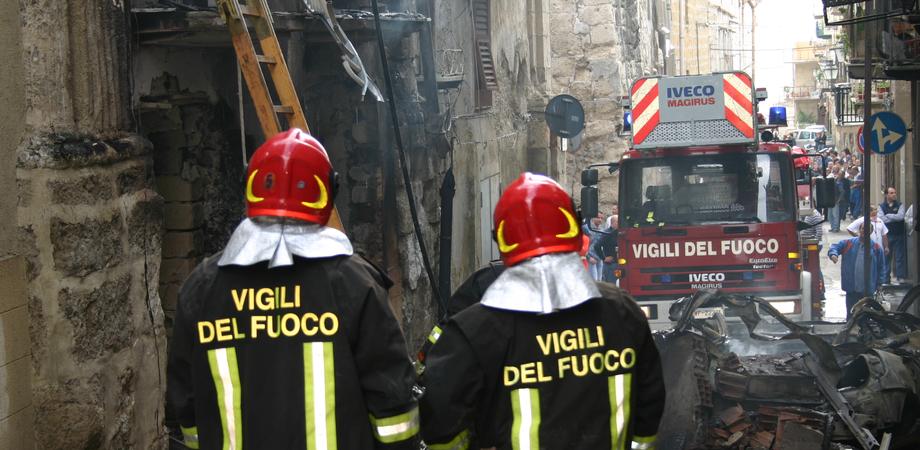 Dramma a Gela, incendio in casa. Donna muore bruciata viva dalle fiamme