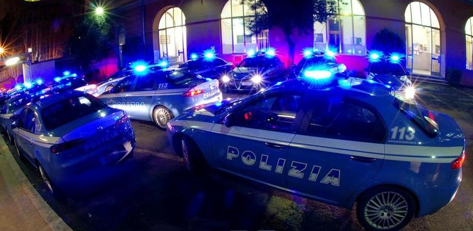 Furti su auto davanti discoteca, arrestati 5 giovani a Caltanissetta. La Polizia ritrova la refurtiva