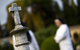 http://www.seguonews.it/fanno-sesso-al-cimitero-coppia-focosa-denunciata-volevamo-un-rapporto-trasgressivo