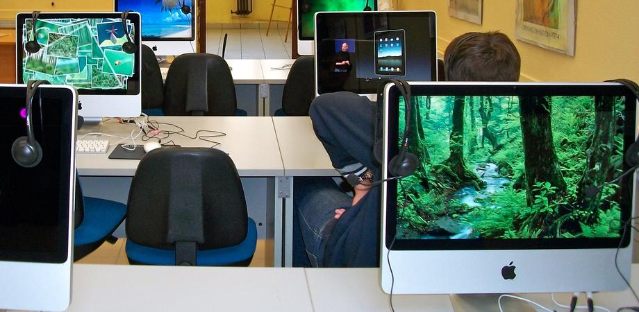 Un'aula multimediale per il Consultorio. Donazione all'Asp del Rotary e Lions dei Castelli