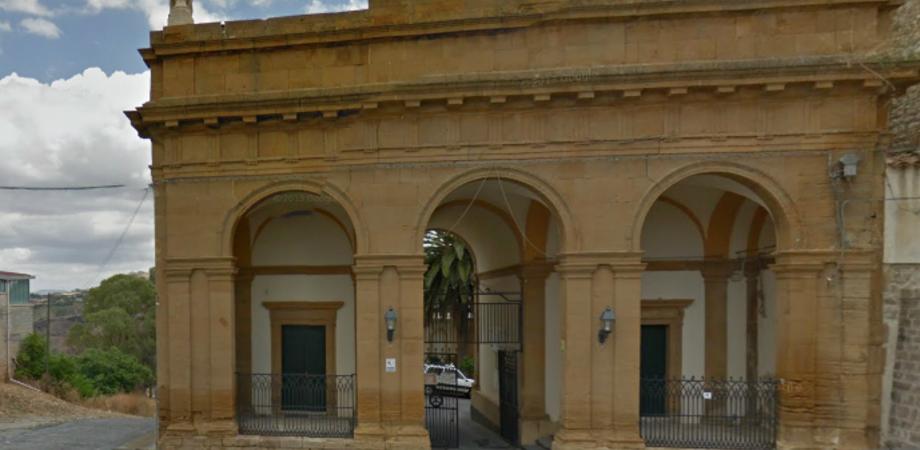 Caltanissetta, cimitero Angeli: sprofonda una strada. Area vietata a mezzi e pedoni