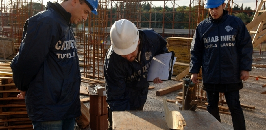 Lavoro nero a Caltanissetta. Carabinieri scoprono operai irregolari, multe per 60mila euro
