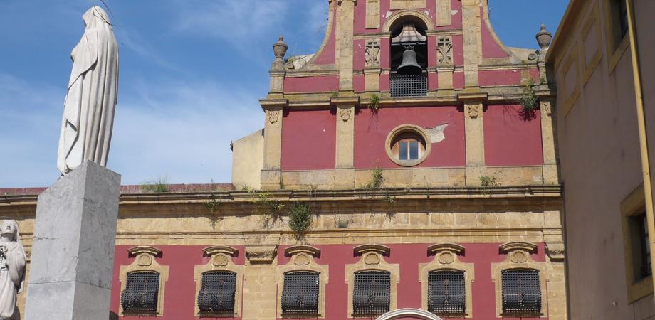 """Oggi si restituisce alla città il """"giardino dimenticato"""" della chiesa Santa Croce"""