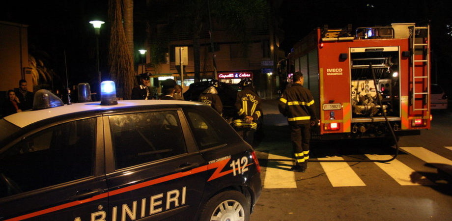 Sommatino, nella notte ignoti incendiano le auto del proprietario di un bar