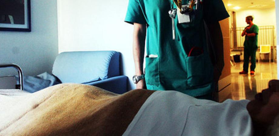 """Degenti al freddo all'Hospice di San Cataldo. I familiari: """"Scotch alle finestre per coprire gli spifferi"""""""