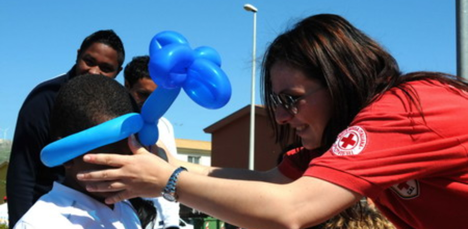 """La Croce Rossa Sicilia premiata per l'azione umanitaria verso i migranti. """"Impegno concreto per chi ha bisogno di aiuto"""""""