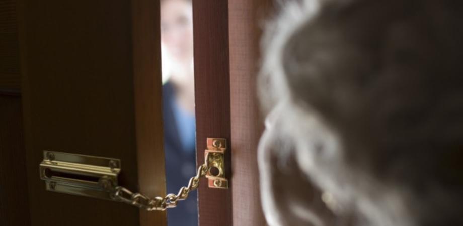 Serradifalco. Furto di oro e soldi in casa di anziana, falsa assistente Inps scoperta dai carabinieri