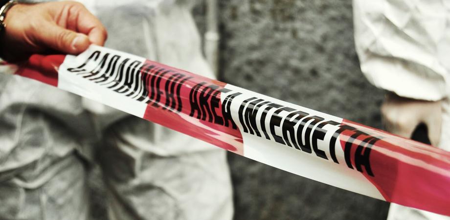 Il cadavere di un uomo chiuso in un sacco di plastica, terribile scoperta a Carlentini