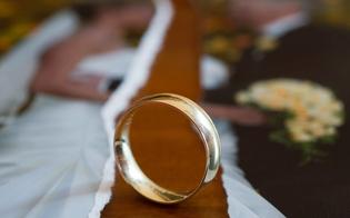 http://www.seguonews.it/sposo-appartato-con-la-testimone-matrimonio-finisce-in-scazzottata-nel-nisseno