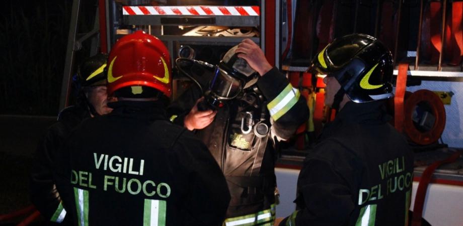 Incendio distrugge cella frigorifera di coop agricola nel Nisseno. Danni per migliaia di euro, si indaga sulle cause