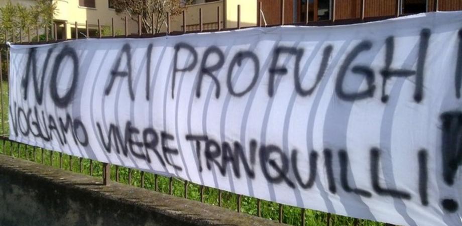 """""""Via gli immigrati dal nostro quartiere"""". No al centro d'accoglienza, a San Cataldo scoppia la protesta dei residenti"""