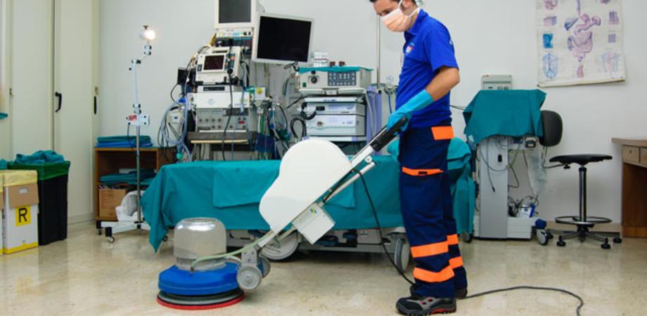 Pulizia negli ospedali di Caltanissetta e San Cataldo, Asp concede proroga e stipendi arretrati ai 16 lavoratori