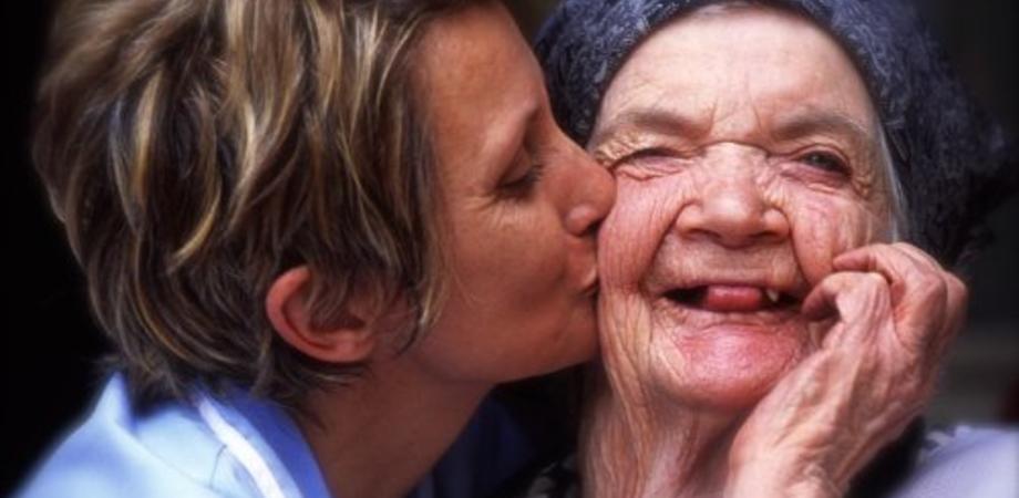 """""""Alzheimer Cafè"""". Lunedì tutti uniti al centro diurno di viale Monaco"""