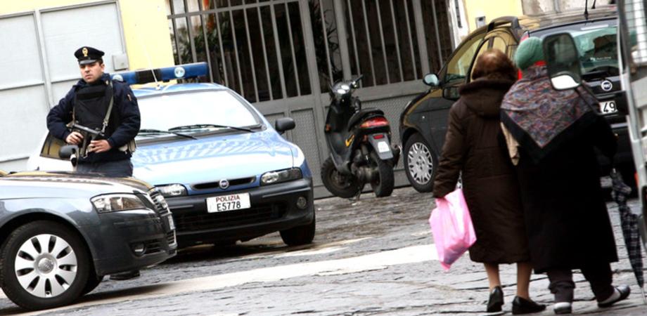 Riconosce gli scippatori per strada, anziana nissena aggredita. Tre giovani denunciati dalla Polizia