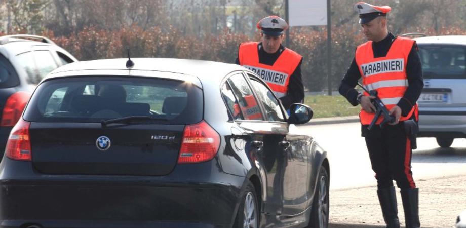 Mazzarino, controlli antidroga dei carabinieri. Tentano di buttare spinello, due persone segnalate