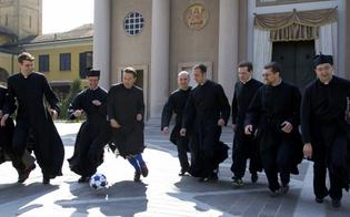 https://www.seguonews.it/gela-sacerdoti-in-campo-calcio-allindifferenza-entusiasmante-match-contro-medici-politici-festa-solidarieta