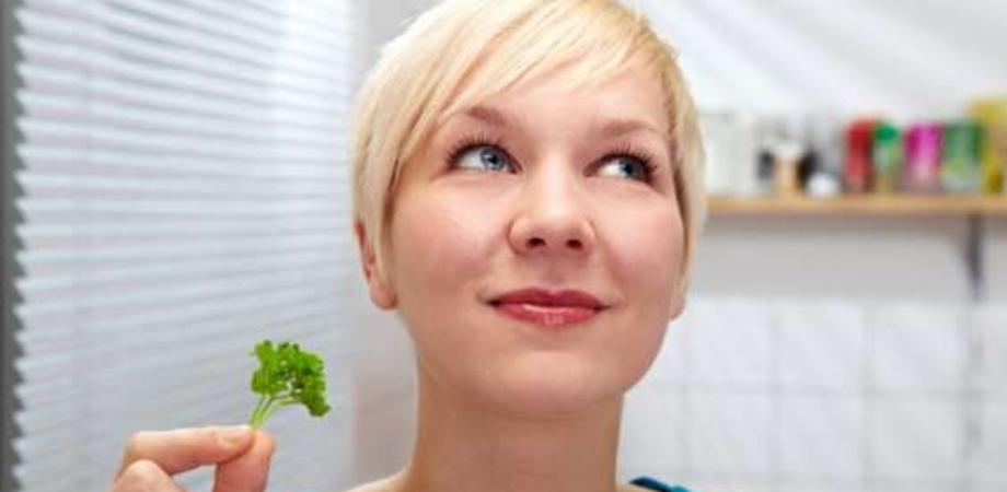 Pulire e risparmiare: piccoli trucchi per una casa profumata