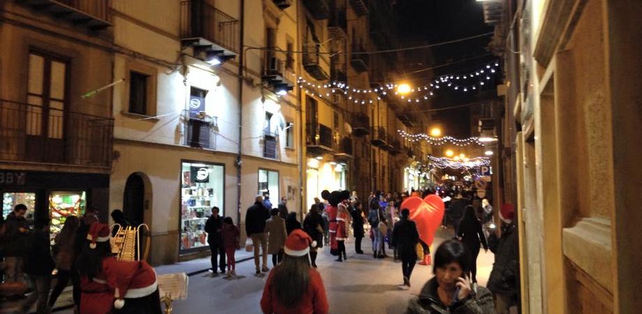 """""""Natale in piazza"""", oggi negozi aperti. In viale Testasecca degustazioni di dolci e animazione per i bambini"""
