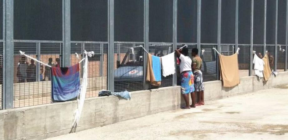 Immigrazione. Minacce dagli antagonisti: colpire le aziende pro-Cie. Allerta sul centro di Pian del Lago