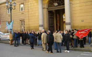 http://www.seguonews.it/monta-la-protesta-dei-dipendenti-della-provincia-di-caltanissetta-giovedi-sit-in-contro-la-paralisi-sui-liberi-consorzi