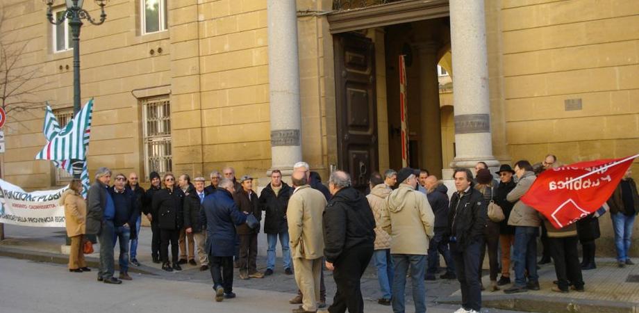 Monta la protesta dei dipendenti della Provincia di Caltanissetta. Giovedì sit-in contro la paralisi sui Liberi consorzi
