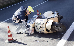 Caltanissetta. Scontro auto-scooter in via Salvo D'Acquisto: ferite due ragazze