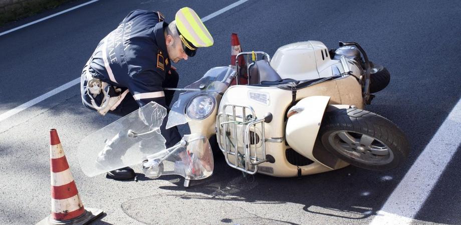 """""""Carambola"""" in viale della Regione: uomo in scooter ferito dopo scontro con auto"""
