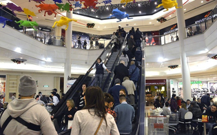 https://www.seguonews.it/decreto-riaperture-salta-lok-ai-centri-commerciali-nei-fine-settimana-in-anticipo-il-via-alle-fiere