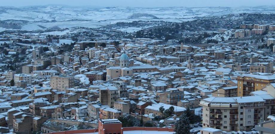 La Sicilia batte i denti, sabato attesa la neve. Allerta meteo anche a Caltanissetta