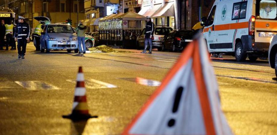 L'incidente di via Crispi a Caltanissetta. Stabile in Rianimazione il giovane caduto dallo scooter