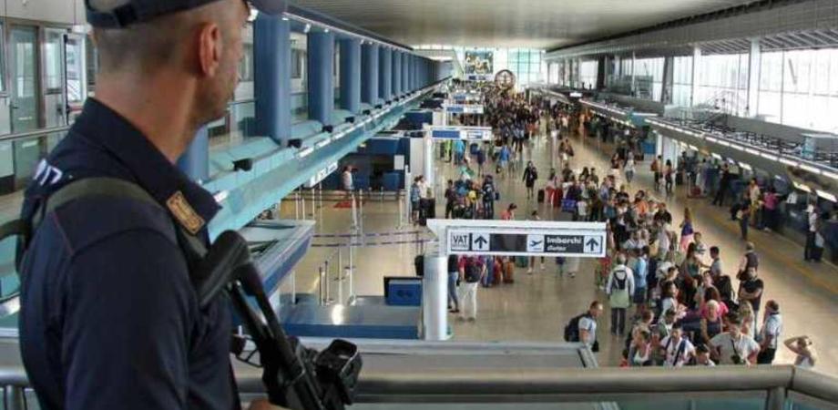 Coltello nel bagaglio, giovane nisseno bloccato all'aeroporto di Comiso: denunciato per porto abusivo di arma