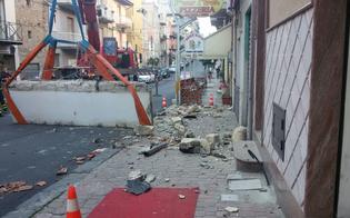 http://www.seguonews.it/crolla-pensilina-strada-gela-nessuno-resta-ferito-inquilina-balcone-prima-cedimento