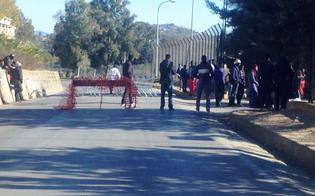 http://www.seguonews.it/disordini-pian-lago-barricata-immigrati-fuori-dal-cara-sassaiola-contro-gli-automobilisti